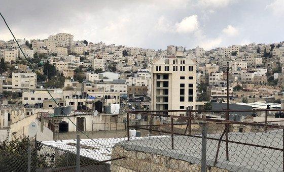 Casas palestinas e assentamentos israelenses em Hebron, na Cisjordânia.