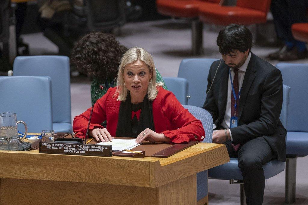 负责伊拉克问题的秘书长特别代表兼联合国伊拉克援助团团长韩妮思-普拉斯哈尔特向安全理事会通报伊拉克局势。