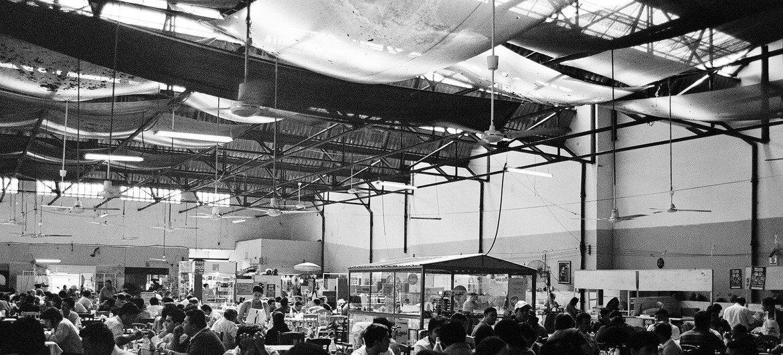 Comedor en un mercado de Asunción, Paraguay