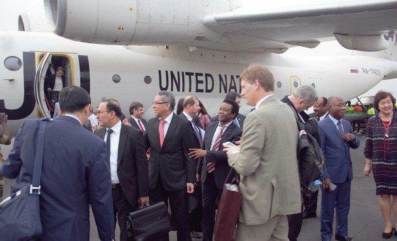 Chegada da delegação do Conselho de Segurança ao Aeroporto Internacional Osvaldo Vieira, em Bissau, neste 15 de fevereiro.
