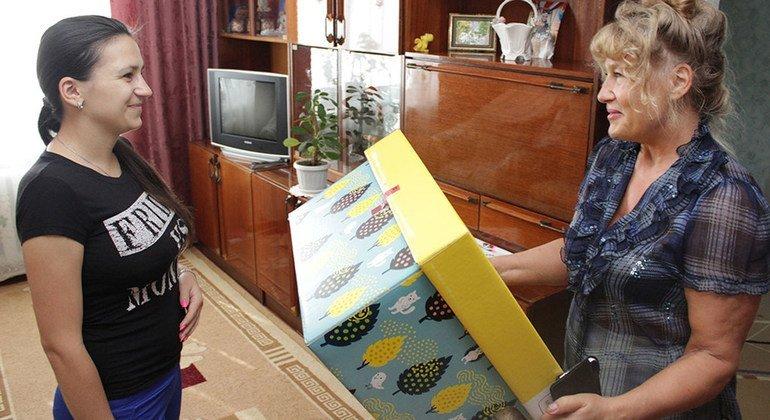 В набор для малышей входят пеленки, подгузники, термометры, а также информационные материалы