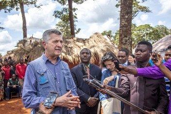 Alto comissário Filippo Grandi no Acampamento de Nyarugusu