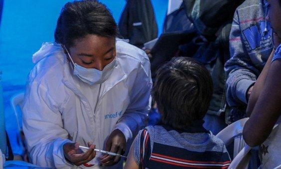 Na Venezuela, Após o relançamento da campanha de vacinação em agosto de 2018, foi alcançada uma taxa de cobertura de vacinação de 95% entre as crianças e adolescentes.
