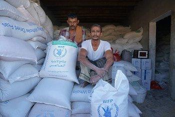 储存在也门塔伊兹省一个仓库的谷物。位于荷台达的储存着世界粮食计划署粮食的红海磨坊已经超过五个月无法进入,并且存在腐坏的风险。