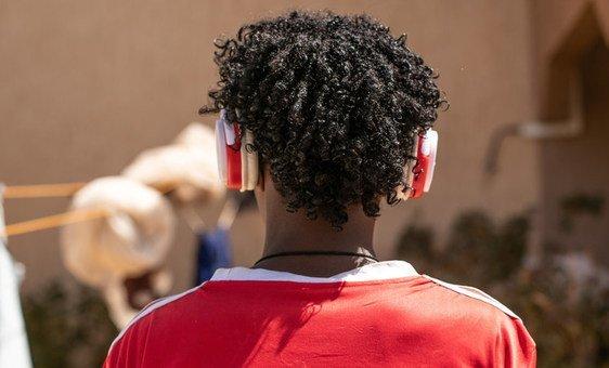 全球10亿年轻人听力受损,世卫组织今天提出新的准则,建议安装音控设备以安全听音乐。
