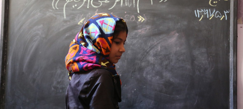 As meninas continuam enfrentando mais obstáculos para ir à escola