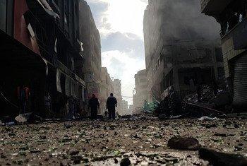Разрушения после обстрела жилого многоэтажного здания в городе Газа. Фото из архива.