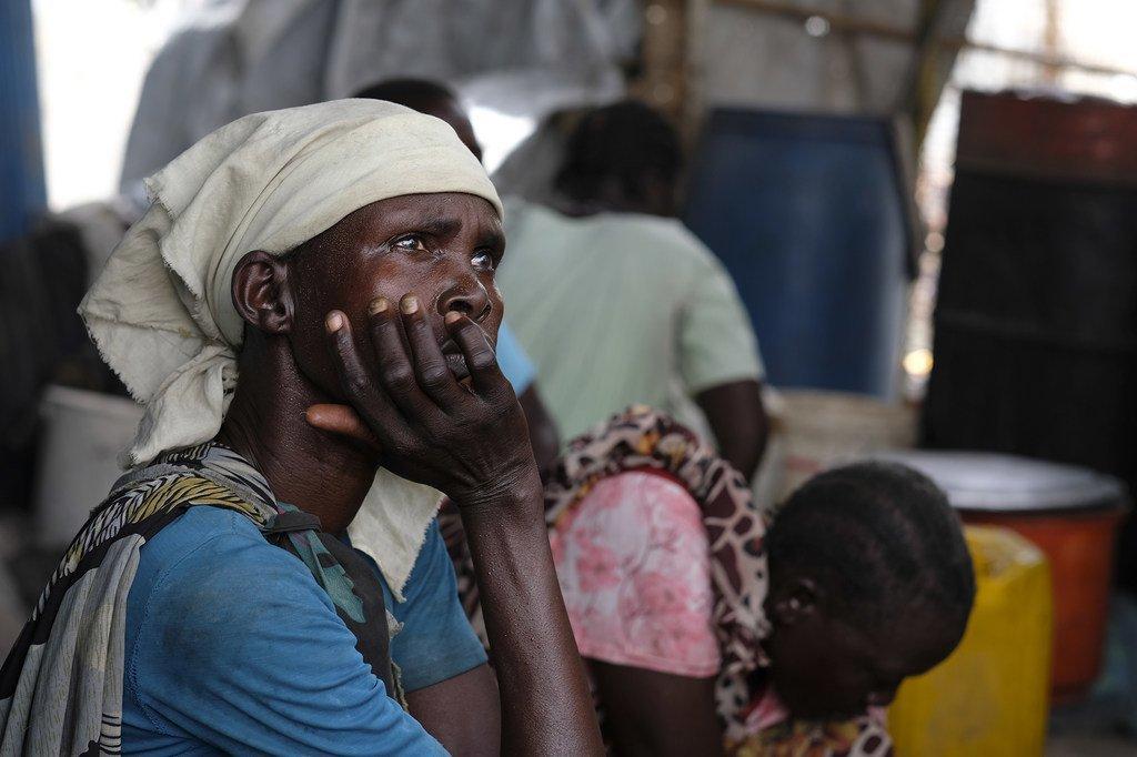 南苏丹的一名妇女。她所居住的小镇在冲突中被毁为灰烬。