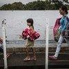 Refugiados y migrantes venezolanos cruzan a pie el puente Simón Bolívar, uno de los 7 cruces legales en la frontera entre Venezuela y Colombia