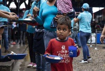 Сотрудники УВКБ оказывают помощь беженцам и мигрантам на границе Венесуэлы и Колумбии. С начала кризиса Венесуэлу покинули около 3 млн человек.