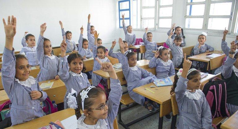Ученики начальной школы в Секторе Газа обучаются на своем родном языке