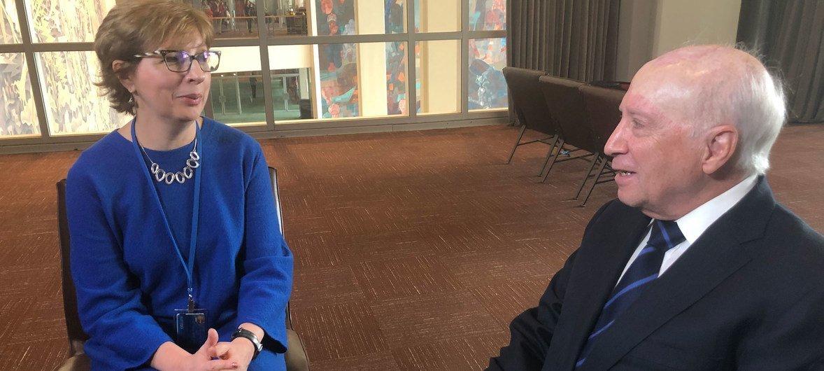 Мэтью Нимец, личный посланник Генерального секретаря, рассказал в интервью Елене Вапничной, как более 20 лет вел переговоры с Грецией и Македонией