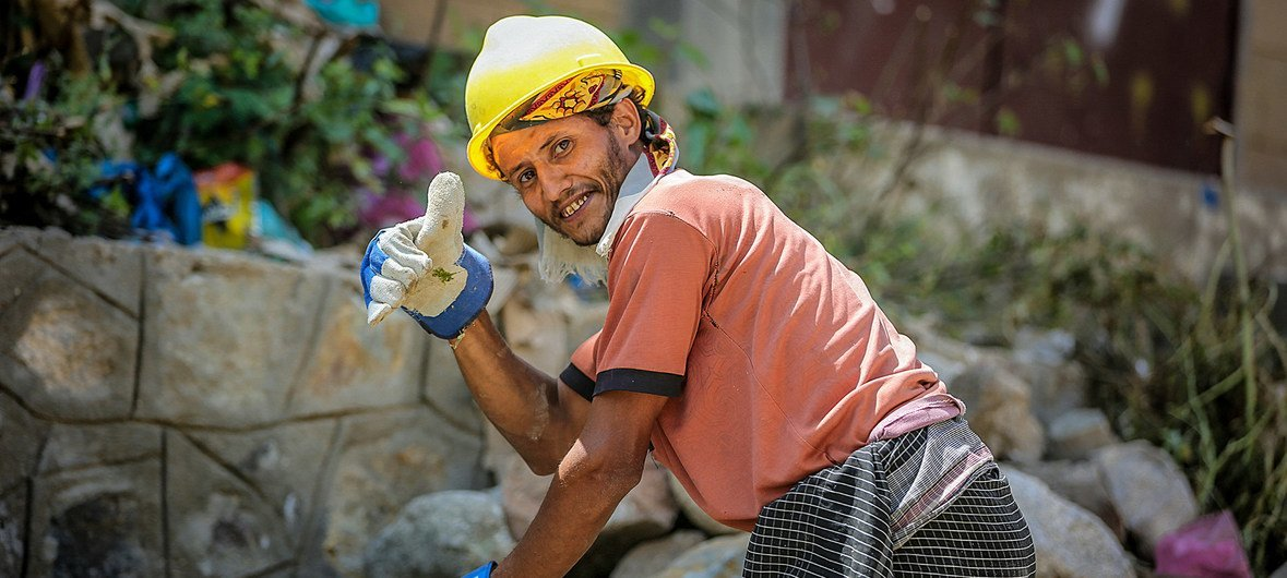 The UN Development Programme (UNDP) in Yemen is supporting cash-for-work and employment for people who have no other income.