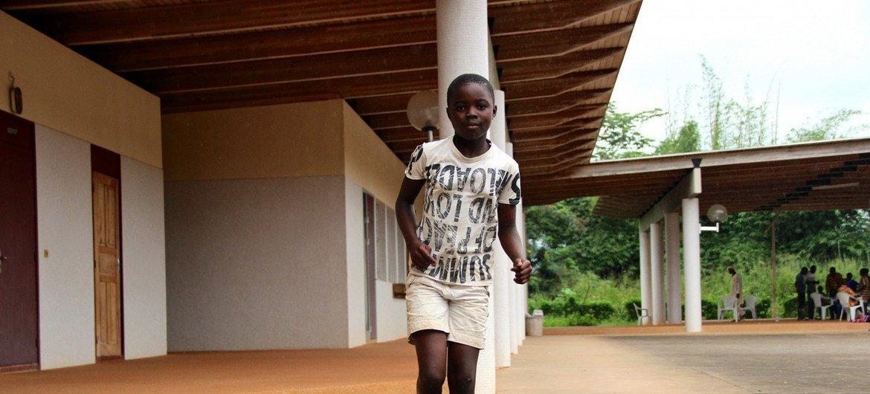 Deborah va à l'école depuis l'âge de six ans. Mais dans deux ans, quand elle sera au CM2, elle devra fournir un extrait de naissance. Si d'ici là elle n'arrive pas à obtenir des papiers d'identité, elle ne pourra plus aller à l'école.
