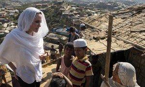 联合国难民署特使安吉丽娜·朱莉访问孟加拉国东南部考克斯巴扎尔的Chakmarkul罗兴亚难民营。