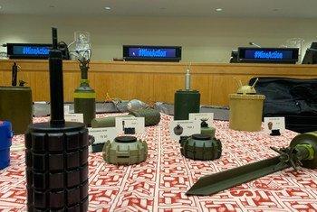Des mines et restes d'engins explosifs présentés lors d'un événement organisé au Siège de l'ONU à New York à l'occasion du 20e anniversaire de l'entrée en vigueur de la Convention sur l'interdiction des mines antipersonnel.