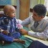 المدير الإقليمي لمنظمة الصحة العالمية لشرق المتوسط الدكتور أحمد المنظري خلال زيارات ميدانية لمستشفيات ومرافق صحية في مدينتي عدن وصنعاء، اليمن، مارس 2019