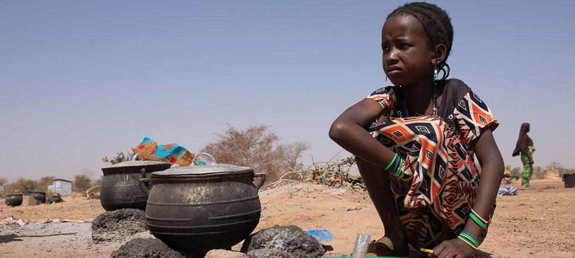 Mais de 100.000 pessoas foram arrancadas de suas casas devido a confrontos intercomunitários e dois locais principais foram instalados para deslocados nas localidades Barsalogho e Foubé na região Centro-Norte, Burkina Faso.