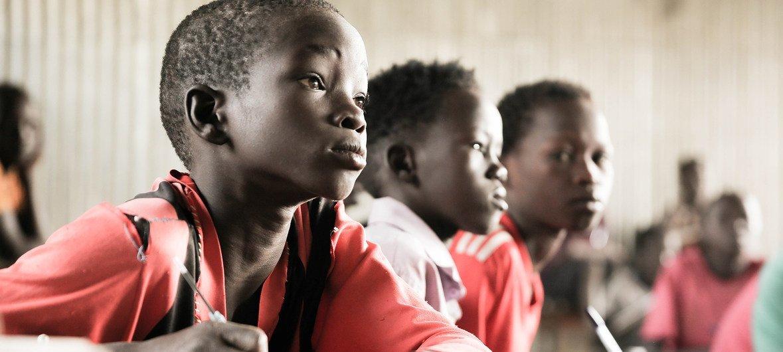 在埃塞俄比亚一个难民营小学里学习的儿童。