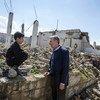 المفوض السامي لشؤون اللاجئين فيليبو غراندي يتحدث إلى صبي سوري من العائدين إلى منازلهم في سوريا. مارس / أذار 2019.