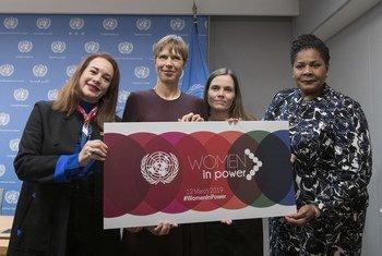 La presidenta de la Asamblea General (izquierda)  junto a  a la primera ministra de Islandia y las presidentas de Estonia, Trinidad y Tobago.