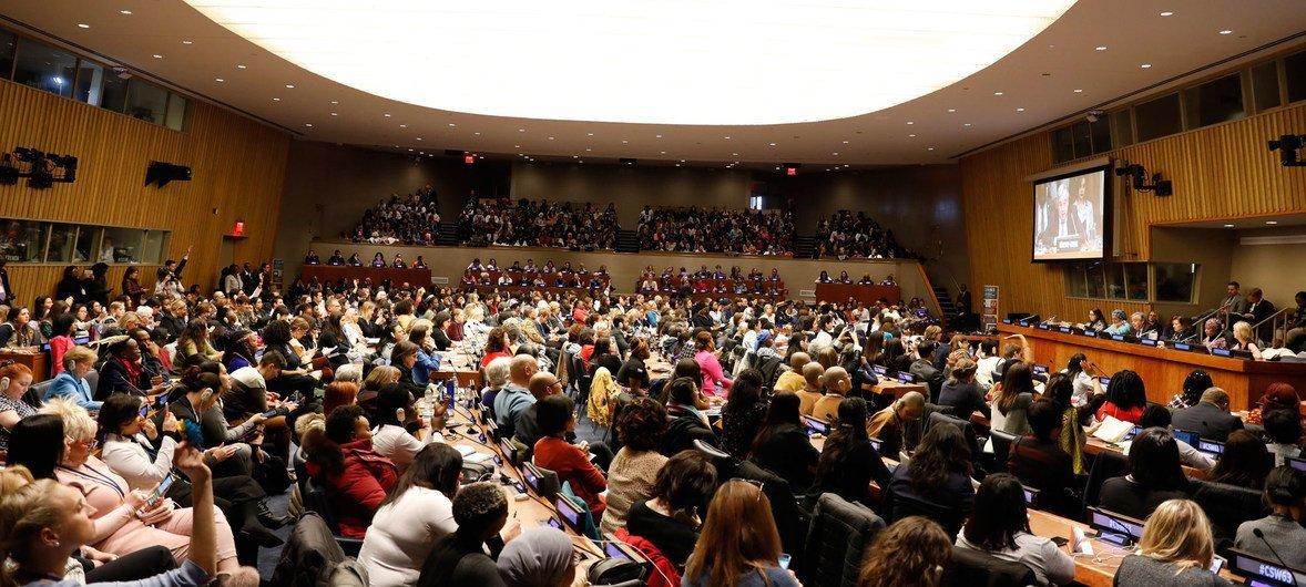 Participantes na reunião da sociedade civil da Comissão sobre o Estatuto da Mulher, CSW63, com o secretário-geral da ONU, António Guterres.