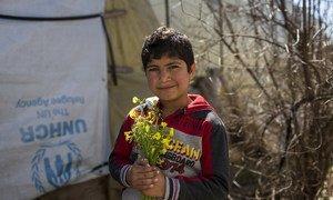 هذا الطفل السوري اللاجئ في لبنان عمره من عمر الحرب السورية.