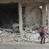 En las escuelas de Alepo, Siria, a los estudiantes se les enseña cómo moverse dentro de la ciudad de manera segura.