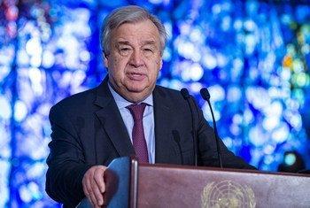 न्यूयॉर्क में संयुक्त राष्ट्र मुख्यालय में आयोजित श्रृद्धांजलि सभा में महासचिव एंतोनियो गुटेरेश. (फ़ाइल)