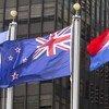 Le drapeau de la Nouvelle-Zélande (au centre) au siège des Nations Unies à New York.