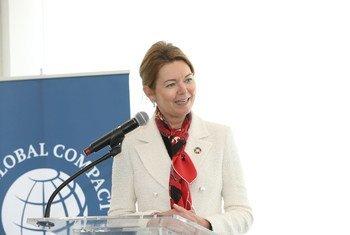 """联合国""""全球契约""""首席执行官兼执行董事金丽莎在首席执行官圆桌会议上就性别平等问题发言。"""