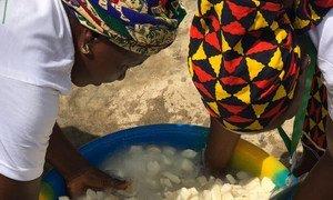 """A quarta edição do Dia Africano da Alimentação Escolar foi celebrada em Abidjan sob o tema """"Investir na alimentação escolar doméstica para alcançar o Fome Zero e sustentar a educação inclusiva para todos"""