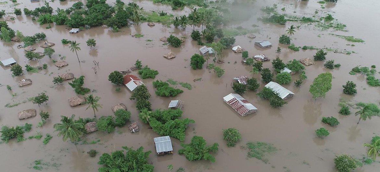 O ciclone tropical Idai atingiu terra firme perto da cidade portuária da cidade da Beira, em Moçambique, que agravou as inundações destrutivas que já ocorreram no interior do Maláui e no leste do Zimbabué.