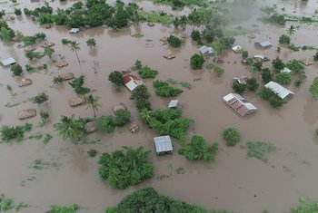 El ciclón tropical IDAI ha tocado tierra cerca de la ciudad portuaria mozambiqueña de Beira, agravando las destructivas inundaciones que ya se han producido en el sur de Malawi y el este de Zimbabwe.