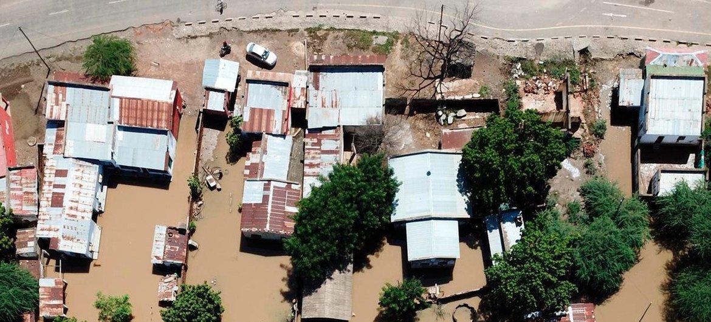 Equipe das Nações Unidas na Beira ajuda a organizar preposicionameto de estoque humanitário