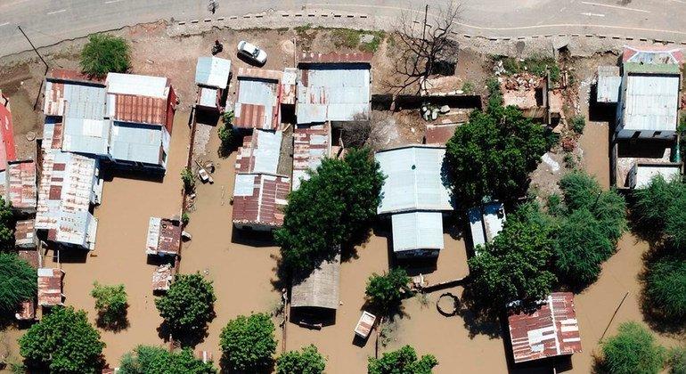 Затопленные в результате нашествия циклона Идаи районы Мозамбика