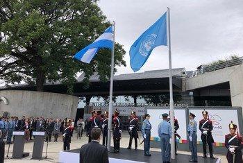 Içar da bandeira na abertura do encontro, esta terça-feira, em Buenos Aires, na Argentina