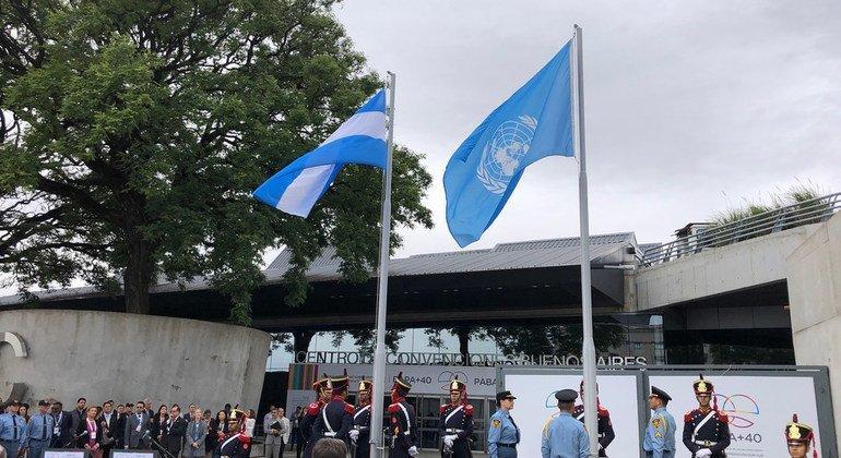 Argentina iza la bandera de las Naciones Unidas marcando el inicio de la 2da Conferencia de la ONU sobre Cooperación Sur Sur en Buenos Aires.