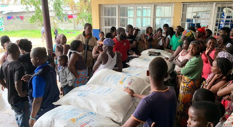 Food distribution in Beira, Mozambique. At this school turned into a shelter, 70 families received food from WFP. Most of them had to leave their homes because they were damaged by the cyclone.