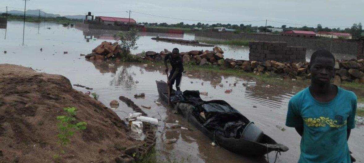 चक्रवाती तूफ़ान इडाई से लाख़ों लोग प्रभावित हुए हैं.