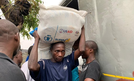 A ONU e os parceiros humanitários estão aumentando o fornecimento de suprimentos emergenciais de alimentos, abrigo, água e cuidados de saúde para centenas de milhares de pessoas que foram afetadas em todo o Moçambique, Malawi e Zimbábue