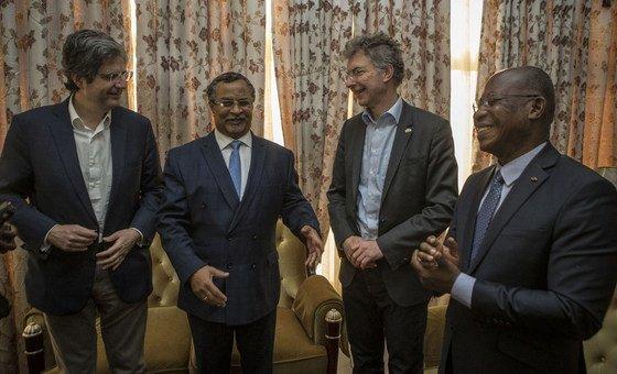 François Delattre, Ambassadeur de France à l'ONU ; Mahamat Saleh Annadif, chef de la MINUSMA ; Christoph Heugsen, Ambassadeur d'Allemagne à l'ONU et Kakou Houadja Léon Adom, Ambassadeur de Côte d'Ivoire à l'ONU à Bamako, au Mali
