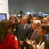 Le Secrétaire général de l'ONU António Guterres et le président de l'Argentine, Mauricio Macri, sur le pavillon de l'Argentine dans le cadre de la Conférence de haut niveau sur la coopération Sud-Sud.