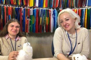 Анна Чернова и Нина Потарская в студии Службы новостей ООН