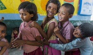一名残疾儿童参加印度比哈尔省切尔基市一个中心的活动。作为修订课程的一部分,儿童参与语言发展、认知发展、身体发展、社会和情感发展以及建设性发展。