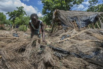 Anne Joseph, de 24 años, ha perdido su casa en las inundaciones de Malawi por el ciclón Idai. Logró salvar a su hijo de una semana de vida.