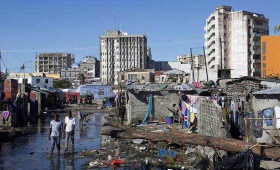 Com a descida das águas na Beira, as pessoas começaram a percorrer as áreas afetadas