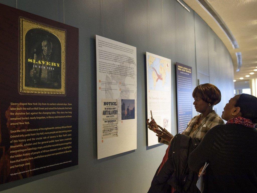 """在联合国总部举行的""""奴隶制和跨大西洋贩卖奴隶行为受害者国际日""""图片展。"""