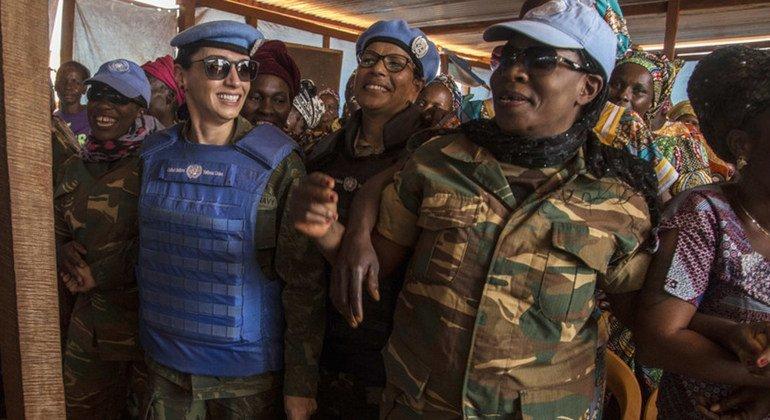 La casco azul brasileña Marcia Andrade, que está destinada en la MINUSCA, ha ganado el premio al Mejor Defensor Militar de las Cuestiones de Género