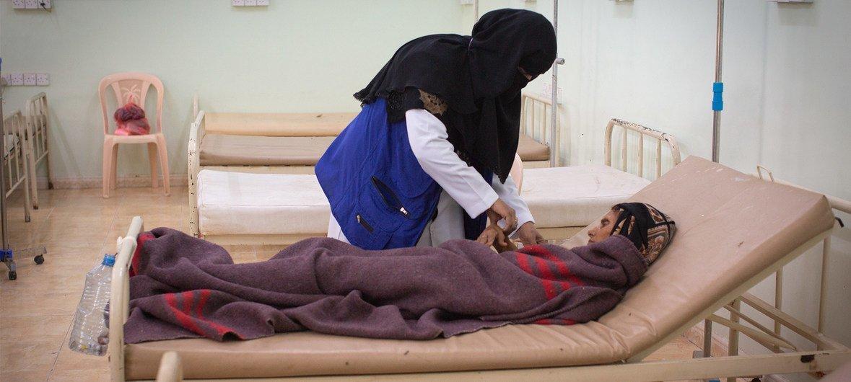В период с начала года по 17 марта зарегистрировано почти 109 тысяч случаев острой водянистой диареи и холеры, 190 человек скончались. На фото: больница в Адене.
